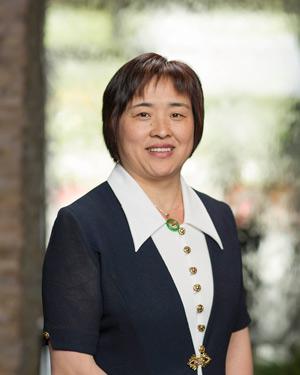 Acupuncturist Jane Zhou